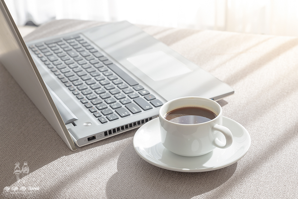 Laptop-with-coffee_